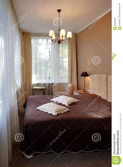 les chambres d h es chambre d 39 hôtel classique étroite de style photo stock
