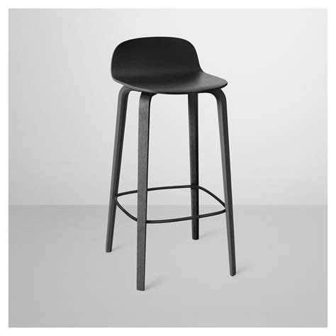 chaise de bar noir visu tabouret de bar en bois chaise de bar muuto