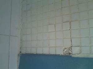 carrelage mural salle de bain qui se decolle With carrelage adhesif salle de bain avec led au metre