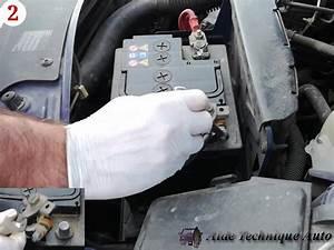 Batterie Twingo 3 : batterie voiture comment d brancher changer et recycler ~ Medecine-chirurgie-esthetiques.com Avis de Voitures