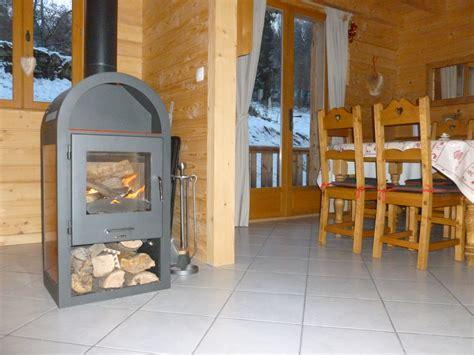 cuisine poele a bois cuisine en bois chalet maison moderne