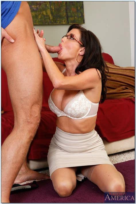 Lovely MILF Veronica Avluv In A Hot Striptease MILF Fox
