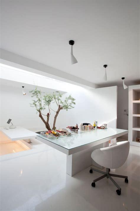 Moden White Office  Interior Design Ideas