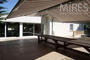 Grande Table Sous Toile De Tente  C0886