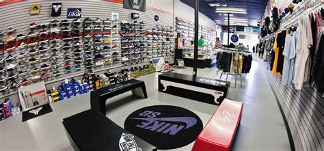 supreme clothing retailers what stores sell supreme clothing