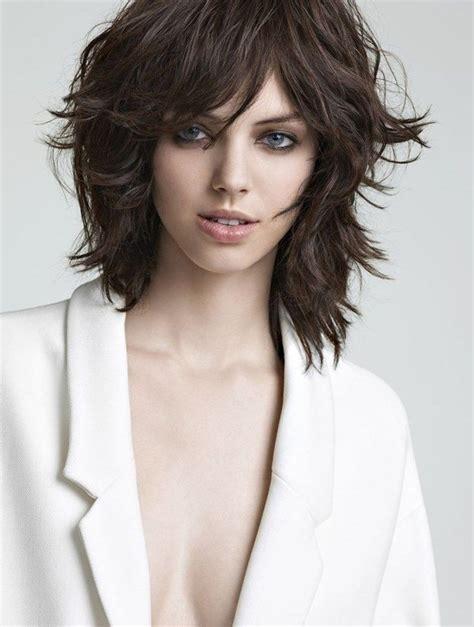 coiffure femme cheveux courts carre plongeant degrade