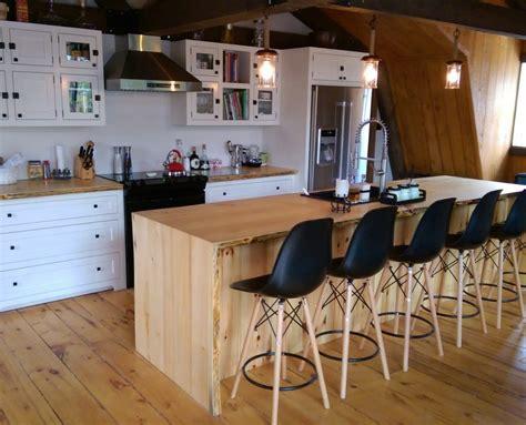 ilot de cuisine antique armoire de cuisine blanche îlot live edge cuisine