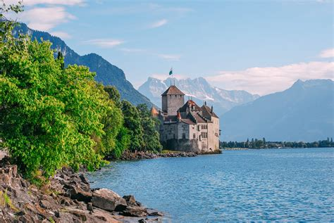 7 Beautiful Places In Switzerland You Have To Visit Hand