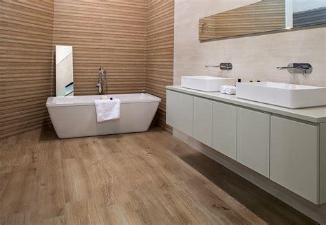 keraben reproduce la madera natural en la serie madeira