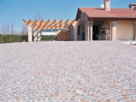 pavimentazione cortile esterno pavimentazione con cubetti in porfido pavimentazioni per