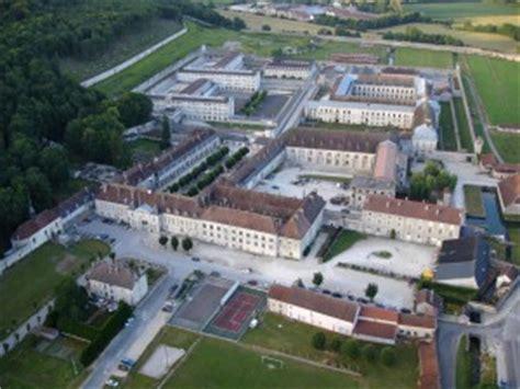 maison centrale martin de re la maison centrale de clairvaux de l abbaye cistercienne 224 la prison quelle mise en valeur
