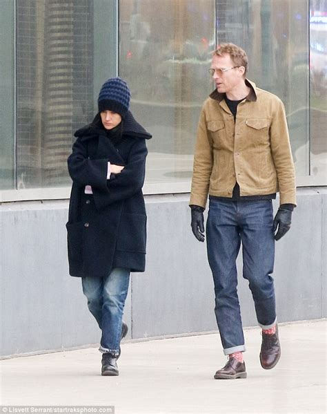 jennifer connelly street style jennifer connelly enjoys stroll with paul bettany in nyc