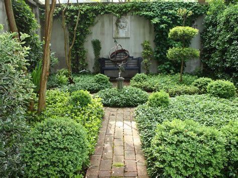style courtyards a curious gardener southern courtyard gardens