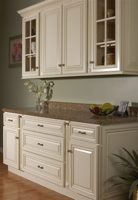kitchen colors photos wheaton collection kitchen and bath masters 3393