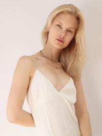 hayley magnus sexy hannah holman model profile photos latest news