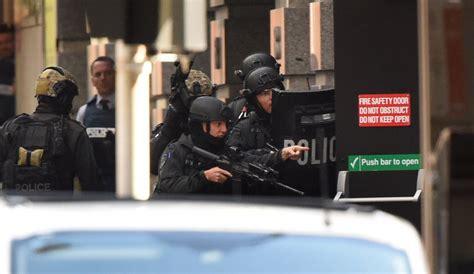 siege social sci sydney siege urge media blackout as hostages post