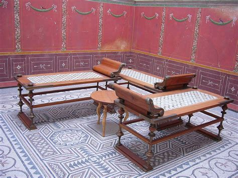 la chaise romaine triclinium