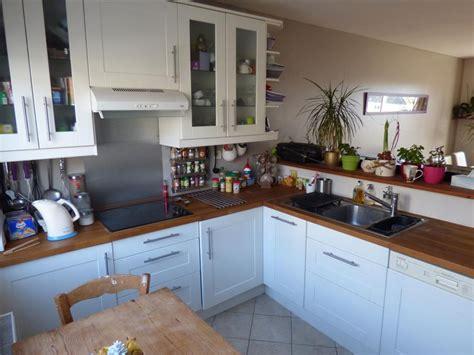 cuisine ouverte sur salle a manger idee peinture salon noir et blanc