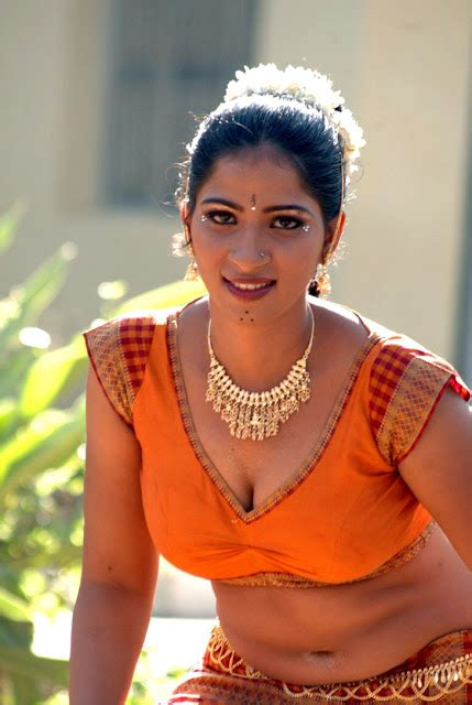 hot south south indian auntiesgirls cleavage show