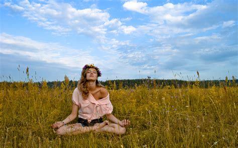 Outdoor Meditation Girl Wallpaper 53138 2880x1800 Px