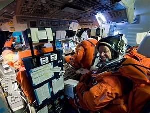 wordlessTech | Space shuttle cockpit