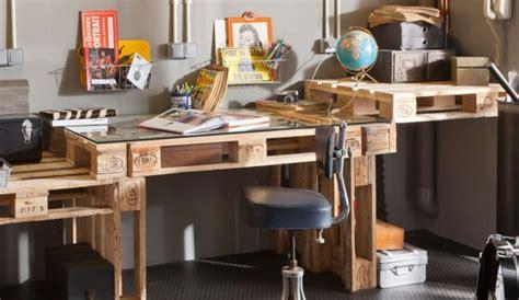 bureau palette bois 5 idées express pour détourner une palette en meuble déco