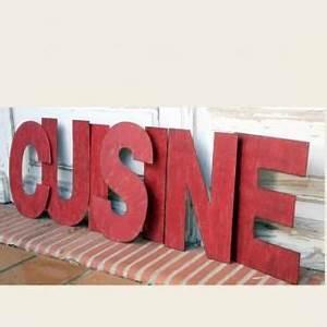 Lettre Decorative Cuisine : 7 lettres cuisine m tal rouge d coration murale figures letters pinterest ~ Teatrodelosmanantiales.com Idées de Décoration