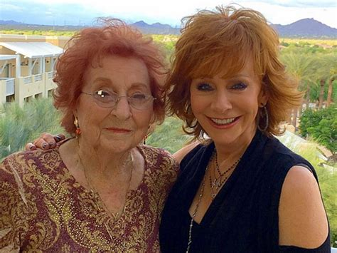 reba mcentire singing reba mcentire says singing with mom and sisters on new