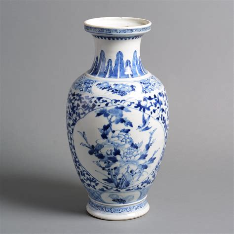 blue and white ceramic vase a 19th century qing dynasty blue and white porcelain vase