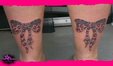 schleifen oberschenkel suchergebnisse f 252 r schleifen tattoos bewertung de lass deine tattoos bewerten
