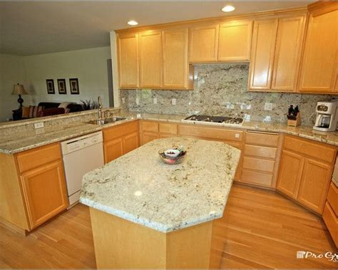 pictures of backsplash in kitchens colonial gold granite with maple cabinets search 7439