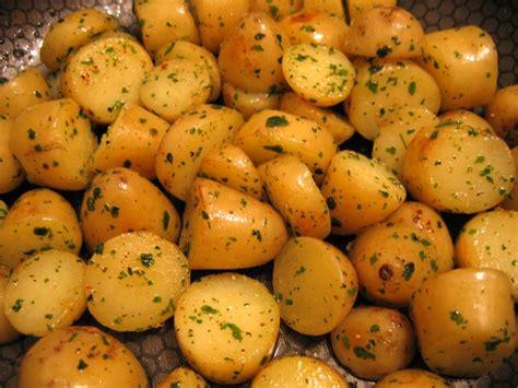 cuisiner pomme de terre nouvelle pommes de terre nouvelles facon delia smith photo de la