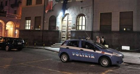 Polfer Torino Porta Nuova by Immigrato Somalo Aggredisce Agenti Polfer A Torino
