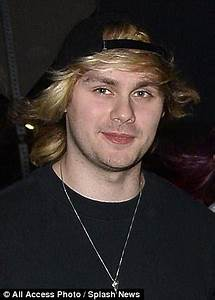 5SOS's Michael Clifford displays fuller, thicker hair ...