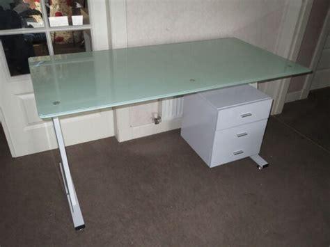 Schreibtisch Glasplatte Ikea by Great Ikea Desk White Metal Frame Glass Table Top 3