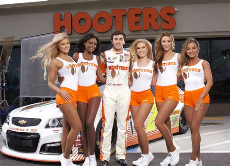Hooters to sponsor Chase Elliott beginning in 2017 | Hooters