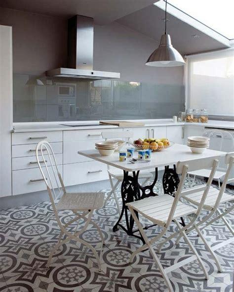 cuisine sol blanc 59 idées pour le revêtement de sol parfait
