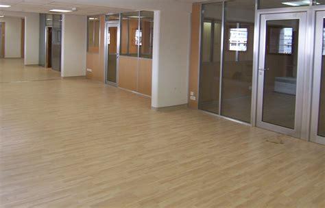des bureaux les revêtements de sol lames ou dalles pvc espace