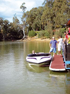 Ski Boat Hire Echuca by Luxury Houseboat Hire Echuca Moama Murray River