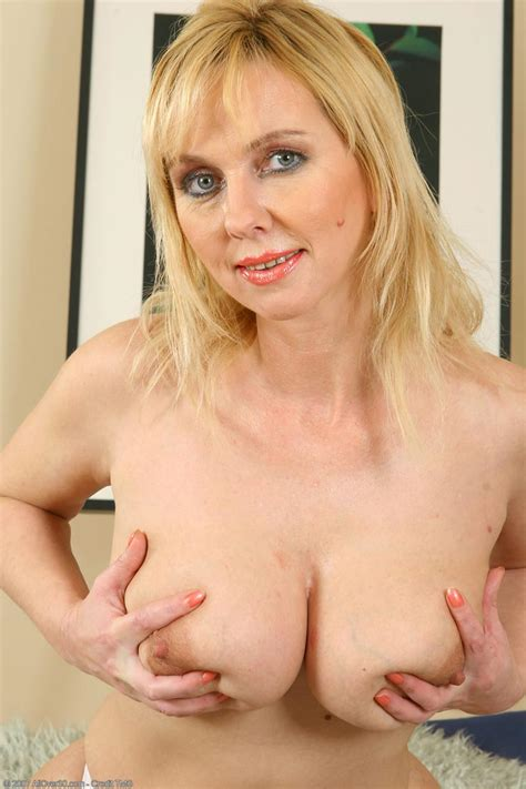 Busty Mature Blonde Toying Shaved Pussy Free Cougar Sex
