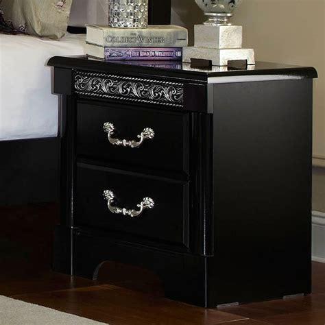 venetian panel bedroom set  standard furniture  review