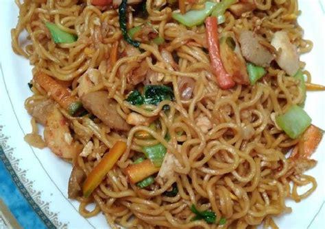 1 siung bawang bombai : Resep Mie goreng spesial ala Chinese food #enakanbikinsendiri oleh Silvia Ayu Pradini - Cookpad