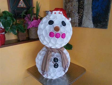 Come Fare Pupazzo Di Neve Con Bicchieri Di Plastica by Ecco Spiegato Come Fare Un Pupazzo Di Neve Utilizzando