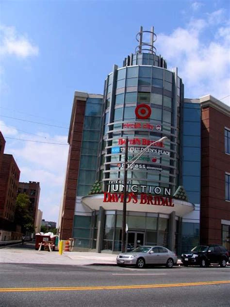 Circuit City Opens Junction Mall Electronics Giant