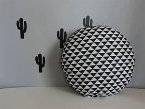 Tapis Scandinave Noir Et Blanc : coussin rond noir et blanc style scandinave textiles et ~ Melissatoandfro.com Idées de Décoration