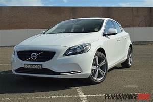 4 4 Volvo : 2013 volvo v40 d4 kinetic review video performancedrive ~ Medecine-chirurgie-esthetiques.com Avis de Voitures