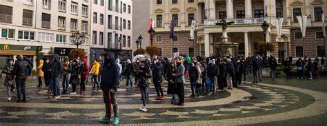 Slovākija pagarina ārkārtējo stāvokli; aizliedz ārzemju ...
