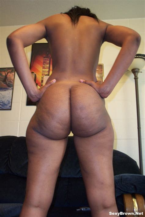 Sexy Brown Shows Off Her Perfect Naked Butt By