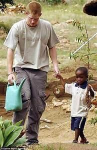 Príncipe Harry convida órfão africano para o seu casamento ...