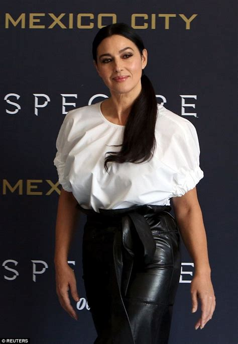 papell lace dress naomie harris and wow at spectre photocall